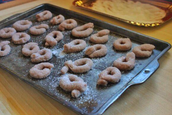 Biscotti al vino rosso, red wine cookies, ciambelline